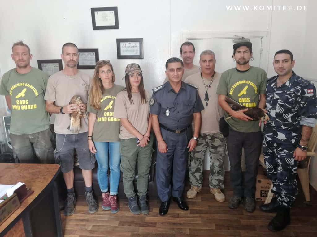 Aktywiści i ornitolodzy współpracują z lokalnymi służbami